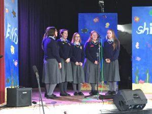 girls-singing